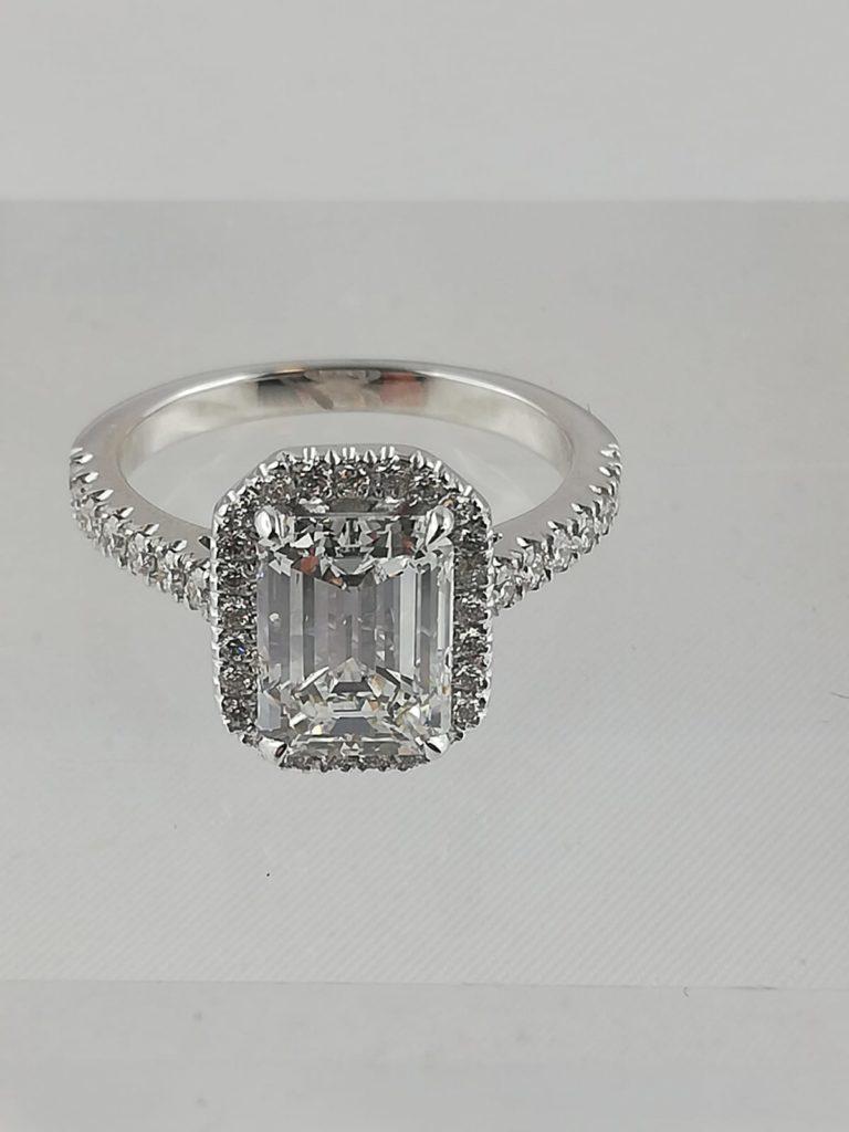 Diamant bague 2 carats taille émeraude
